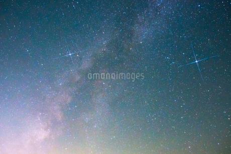 富士山新五合目から見た星空 日本 静岡県 富士宮市の写真素材 [FYI03398579]