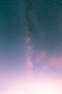 富士山新五合目から見た星空 日本 静岡県 富士宮市の写真素材 [FYI03398583]