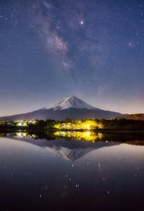 河口湖から見た富士山 日本 山梨県 富士河口湖町の写真素材 [FYI03398721]