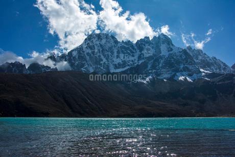 山と湖の写真素材 [FYI03399379]