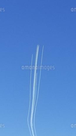 飛行機雲の写真素材 [FYI03399665]