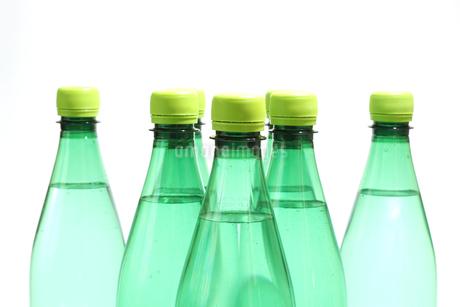 ペットボトルの水の写真素材 [FYI03399743]