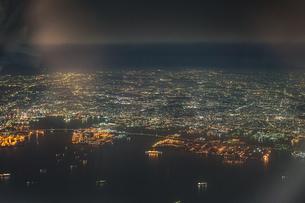 飛行機から見える横浜の夜景の写真素材 [FYI03399782]
