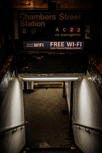 ニューヨークの地下鉄の入り口の写真素材 [FYI03399815]