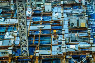 高層ビルの建設工事現場の写真素材 [FYI03399842]