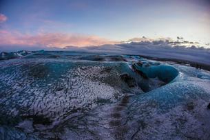 アイスランド・氷の洞窟(ヴァトナヨークトル)の写真素材 [FYI03399872]