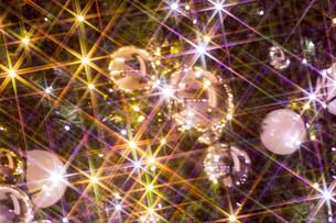 輝くクリスマスのオーナメントの写真素材 [FYI03399884]