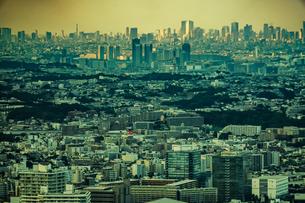 横浜ランドマークタワーから見える都市風景の写真素材 [FYI03399904]