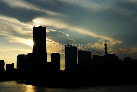 横浜の街並みと夕景の写真素材 [FYI03399913]