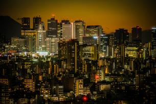 文京シビックセンターからの夕景(新宿方面)の写真素材 [FYI03400033]