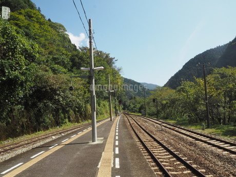 線路、つづく。の写真素材 [FYI03400235]