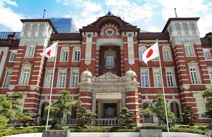 東京駅、丸の内側の写真素材 [FYI03400671]