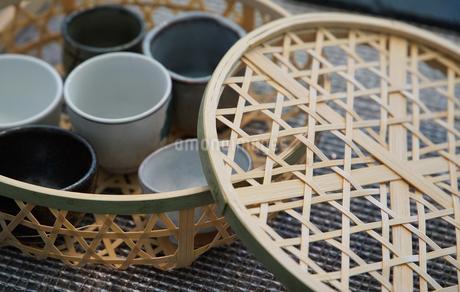 竹製の食器籠の写真素材 [FYI03400749]