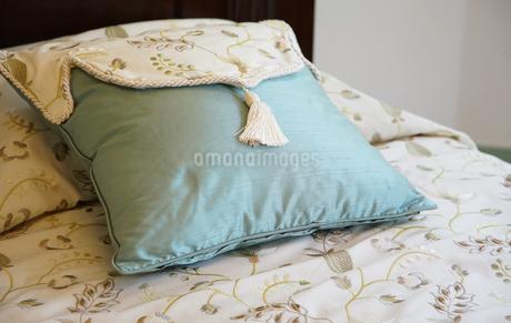 ベッドの枕の写真素材 [FYI03400756]