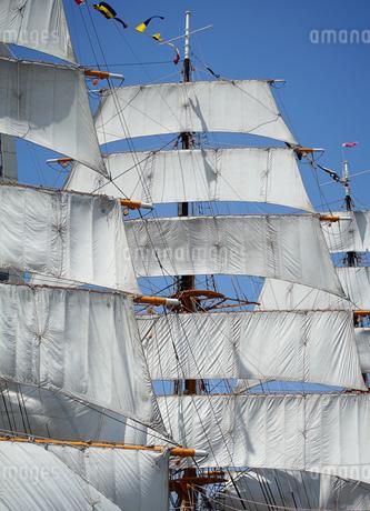 帆船の帆のイラスト素材 [FYI03400812]