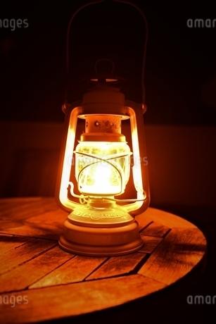 オイルランプの写真素材 [FYI03400898]