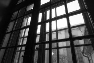 ストックホルムの住宅の窓からの景色の写真素材 [FYI03401069]