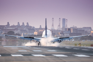飛行機の写真素材 [FYI03401146]