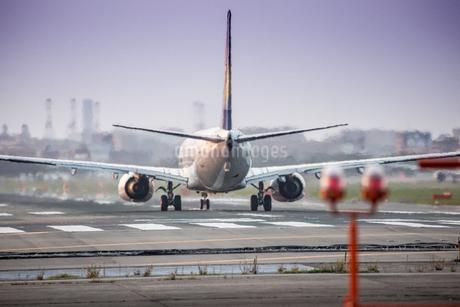 飛行機の写真素材 [FYI03401151]