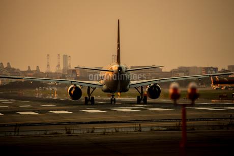 飛行機の写真素材 [FYI03401155]