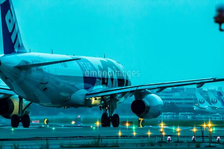 飛行機の写真素材 [FYI03401173]