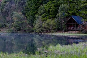 湖畔の別荘の写真素材 [FYI03401226]