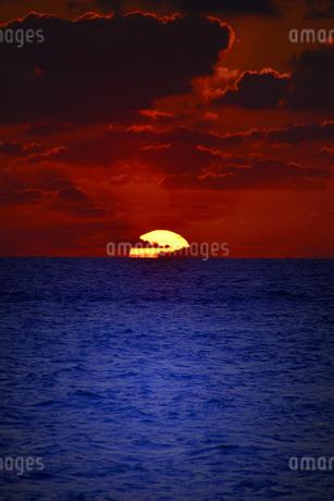 夕日の写真素材 [FYI03401297]