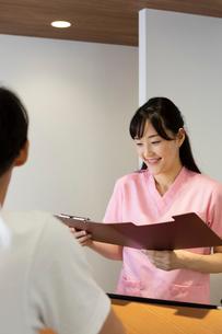 病院の受付の写真素材 [FYI03401413]