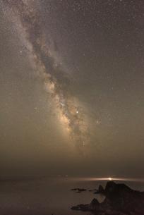 佐多岬と天の川 佐多岬公園 日本 鹿児島県 肝属郡の写真素材 [FYI03401591]