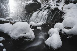 元滝伏流水 日本 秋田県 にかほ市の写真素材 [FYI03401706]