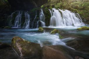 元滝伏流水 日本 秋田県 にかほ市の写真素材 [FYI03401775]