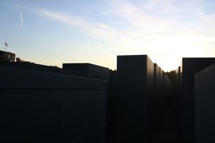 ベルリン、記念碑からの夕焼けの写真素材 [FYI03402262]