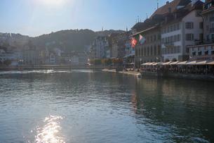 スイス、ルツェルン、橋からの風景の写真素材 [FYI03402274]