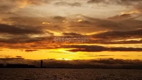 秋の夕焼け空の写真素材 [FYI03402414]