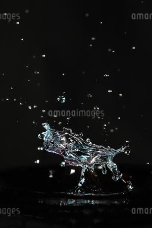 水滴のハイスピード撮影の写真素材 [FYI03402940]
