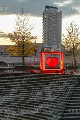 大阪駅前、梅北ひろばのイルミネーションの写真素材 [FYI03402998]