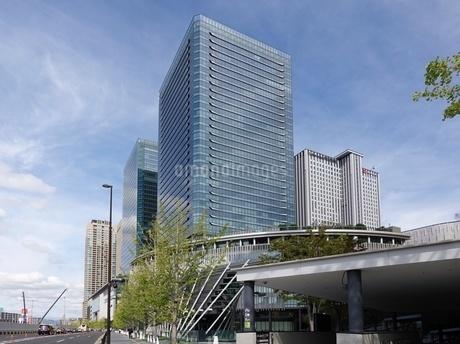 大阪駅前の高層ビル群の写真素材 [FYI03403002]