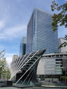 大阪駅前の高層ビル群の写真素材 [FYI03403003]