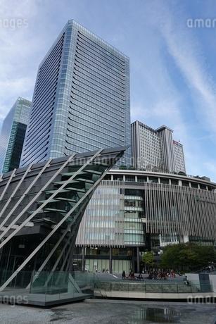 大阪駅前の高層ビル群の写真素材 [FYI03403005]