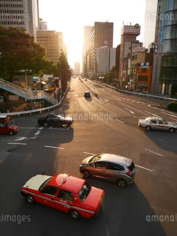 大都市の交差点の写真素材 [FYI03403052]