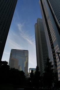 高層ビルが建ち並ぶ都会の風景の写真素材 [FYI03403061]