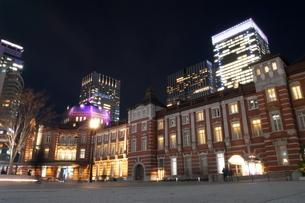 夜の東響駅の写真素材 [FYI03403066]