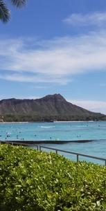ハワイワイキキビーチからダイヤモンドヘッドの写真素材 [FYI03403156]