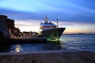 ヴェネチア・夜明けの写真素材 [FYI03403269]