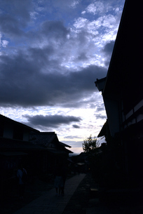 馬籠宿夕暮れの写真素材 [FYI03403327]