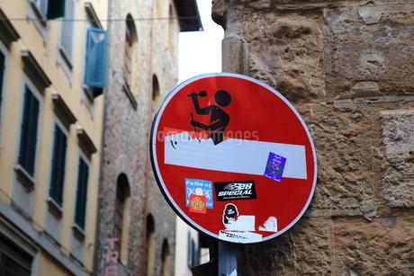 フィレンツェ・交通標識の写真素材 [FYI03403419]