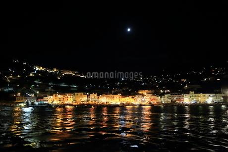 カプリ島・夜景の写真素材 [FYI03403424]