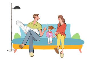 リビングのソファに座りくつろぐ家族のイラスト素材 [FYI03403432]