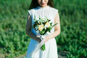 ウェディング ブーケ 花嫁の写真素材 [FYI03403555]