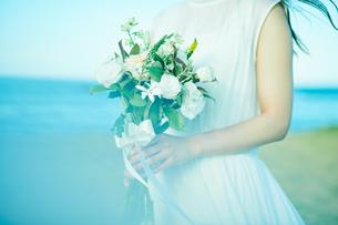 ウェディング ブーケ 花嫁の写真素材 [FYI03403556]